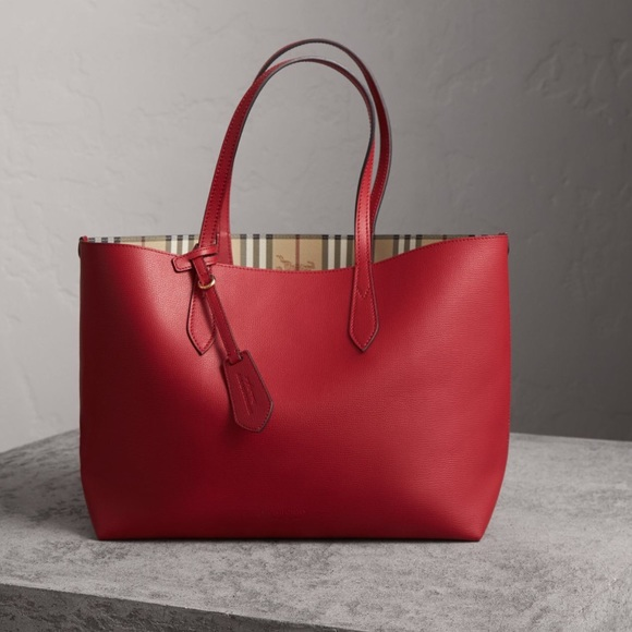 ff16490e9ed3 Reversible Burberry Tote comes with dust bag